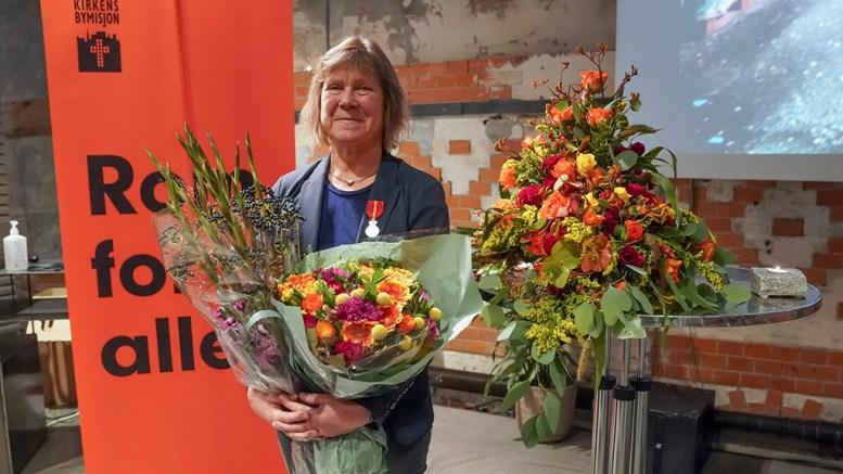 FORTJENSTMEDALJE: Kirsten Frigstad (65) har i over 35 år jobbet i Oslos harde gatemiljøer. Det arbeidet har hun fått den høythengende anerkjennelsen for. Foto: Torstein Ihle/ Kirkens Bymisjon