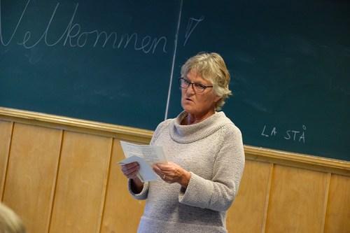 <b>TAKKER:</b> Lærer Laila Mogstad får en spesielt stor takk fra artisten. Arkivfoto