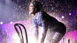 FINALEKLAR: Raylee sang, danset og dusjet seg til finaleplass i Melodi Grand Prix 2021. Foto: Julia Marie Naglestad / NRK