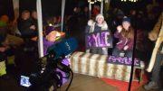 MELODI GRAND PRIX: NRK var til stede i Raylees barndomshjem med direktesendte bilder og lyd under finalen, der finalen ble fulgt i koronatilpasset utgave på terrassen. Foto: Esben Holm Eskelund