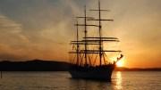 SOMMERSKUTA: NRKs sakte-TV i sommer klapper til kai på Tromøy med seilskuta «Statsraad Lehmkuhl» i midten av august. Foto: Lehmkuhl.no