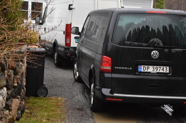 ØKOKRIM SLO TIL: I morgentimene torsdag slo Økokrim og lokalt politi til på mannens adresse på Tromøy. Foto: Esben Holm Eskelund