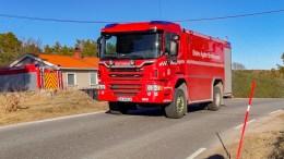 GRESSBRANN: Brannvesenet rykket ut til en gressbrann på en eiendom ved Flademoen torsdag. Foto: Andreas Werner Larsen