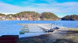 DESTRUKTIV IS: Isvinteren i Tromøysund førte til skader på festene i småbåtanlegg på Kongshavn. Foto: Esben Holm Eskelund