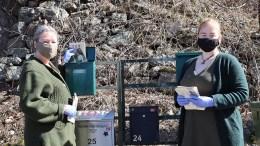 LOKAL VALGKAMP: MDG Arendal har startet valgkampen lokalt. I helgen var partiets tromøykvinner Åshild Krabbesund (t.v.) og Martine Kvam på postkassetur på øya. Pressefoto
