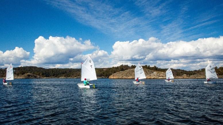 SØRLANDSCUP: Seilere lokalt og regionalt deltok i cupen. Foto: Arendals Seilforening