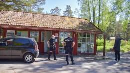 SKADEVERK: Canvas Hove er fredag utsatt for et omfattende skadeverk. Daglig leder Marius Amdundsen (t.h.) kaller skadeverket for drøyt. Foto: Esben Holm Eskelund