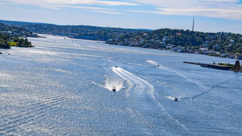 FARTSFYLT PREMIE: Premien for godt smittevern under båtmessa i Arendal var den høyhastighetstur i Tromøysund. Det har fått to politikere til å stille spørsmål om rettslig etterspill. Illustrasjonsfoto