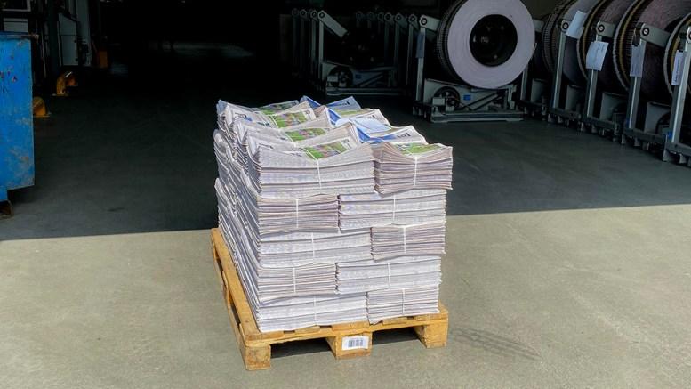 GOD SOMMER: Lokalavisen Geitas sommerutgave er distribuert på papir på Tromøy. Foto: Esben Holm Eskelund