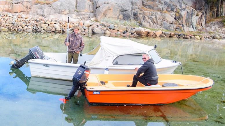 FANT BÅTEN: Andre Rose (t.v.) var fornøyd med å ha funnet igjen båten. Foto: Esben Holm Eskelund