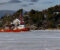 BRYTER ISEN: Her kjører isbryteren i Tromøysund for å bryte opp gjenfrosset råk i farleden. Foto: Esben Holm Eskelund