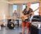 BYGGER ØVINGSROM: Simen Arneberg (17) er en dyktig bassgitarist, som sammen med pappa Helge Arneberg har engasjert seg for å bygge opp øvingslokaler og tilby musikalsk opplæring i Tromøy fritidsklubb. Foto: Esben Holm Eskelund