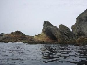 prachtige rotesen aan de zuidkust van belle ile bij le grand phare