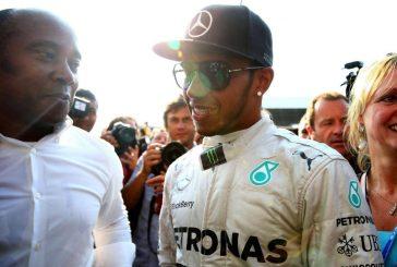 Racismo deixa pai de Hamilton em dúvida sobre Fórmula 1