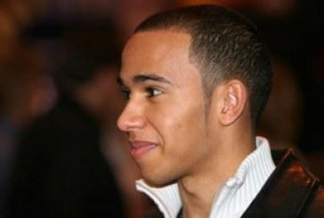 Hamilton é vítima de racismo e FIA deve investigar caso