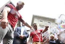 Bares gay britânicos boicotam vodca russa