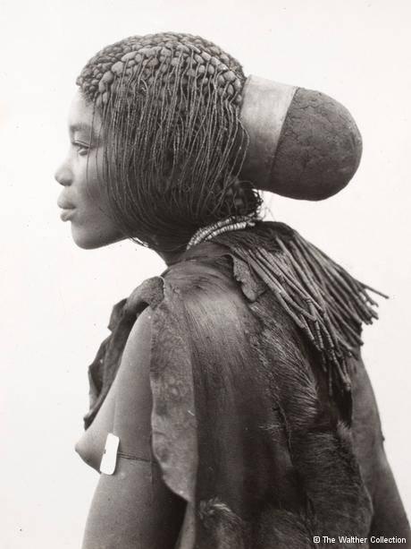 Mulher da tribo bantu em foto de 1936 de Duggan-Cronin