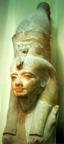 Hatshepsut (1473-1458 aC) foi a filha de Tutmés I, e levou o sangue de Ahmose, que, duas gerações antes tinha finalmente libertado do domínio dos hicsos Egito.