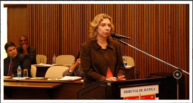 Presidente da Themis–Gênero, Justiça e Cidadania, Denise Dora