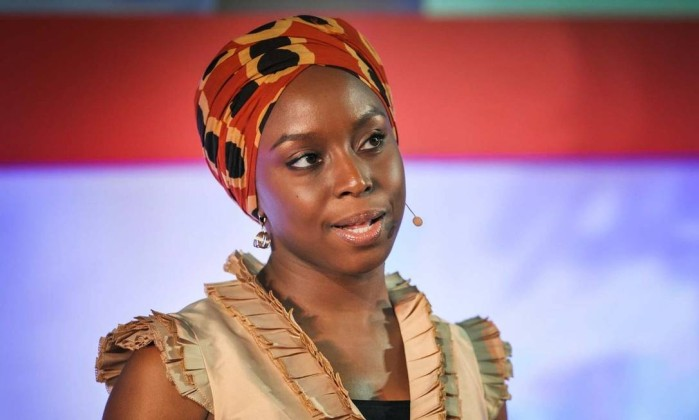 A escritora nigeriana Chimamanda Ngozi Adichie - Divulgação