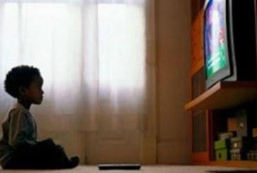 Pouca presença de negros na TV leva a racismo na infância, dizem especialistas