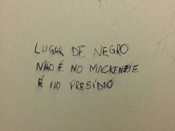 Pichação racista encontrada em banheiro da Universidade Mackenzie em São Paulo