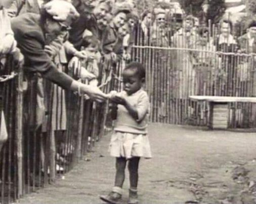1958_Belgium_African-girl-being-zoo-like-exhibited