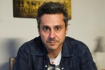 Alexandre Nero se posiciona contra a Globo e defende funcionários