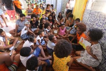 Marcha do Empoderamento Crespo leva autoestima a mulheres do Nordeste de Amaralina