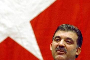 'Turquia não é um país da América Latina (...) que tenta derrubar o governo e voltar a seus quartéis', diz ex-presidente turco