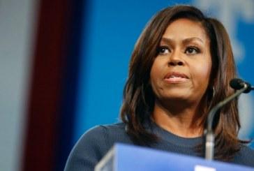 Nos EUA, prefeita renuncia após apoiar insulto racista a Michelle
