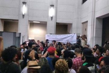 Militantes de movimentos negros ocupam Secretaria Estadual de Segurança Pública de São Paulo