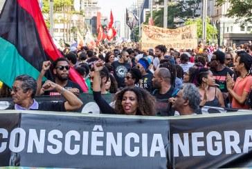 Marcha da Consciência Negra pede fim do racismo e do genocídio de jovens