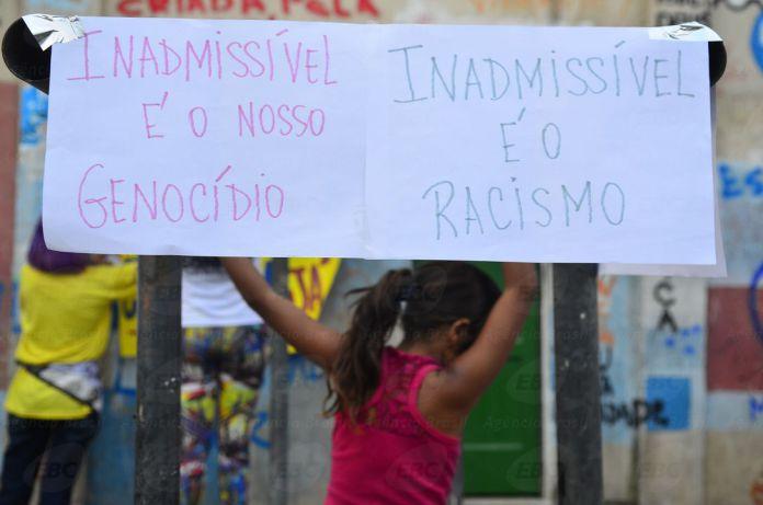 Ato em memória do jovem Johnatha,morto na favela de Manguinhos, pela luta por justiça de sua mãe Ana Paula Oliveira, e lançamento da cartilha: Manguinhos tem fome de direitos (Tânia Rêgo/Agência Brasil)