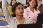 Universitários brasileiros são brancos, moram com os pais e estudam pouco