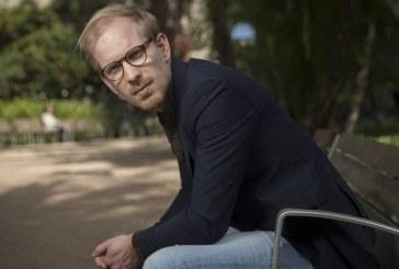 HIstoriador Rutger Bregman propõe repartição gratuita de dinheiro e jornada semanal de 15 horas contra desigualdade