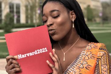 Ninguém a convidou para formatura, então ela decidiu levar sua carta de aceitação em Harvard como parceiro
