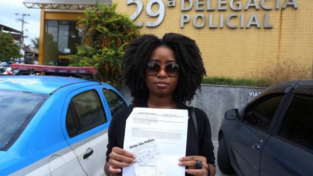 d8b626b3d Jovem negra acusada injustamente por furtar um casaco que era seu ...