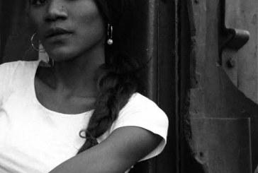 Publicado pela Penalux, livro 'Os Ângulos da Casa' marca a estreia da poeta moçambicana Hirondina Joshua no Brasil