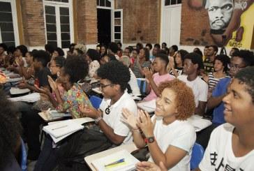 Pré-vestibular gratuito voltado para negros leva mais de 1.500 alunos para a universidade: 'Sistema opera para boicotar'