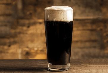 Professor que comparou cerveja escura a mulher negra se torna réu por racismo