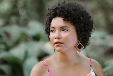 Roberta Tavares conta como em um ambiente estudantil, como as universidades, o racismo ainda impera