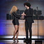 Beyoncé faz discurso contra racismo em evento esportivo e gera polêmica entre conservadores