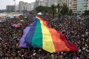 Conselho de Psicologia proíbe profissionais de realizar 'cura' de travestis e transexuais