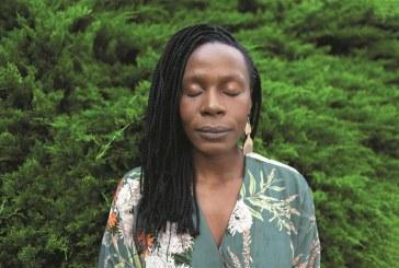"Isabél Zuaa. ""Ser mulher, ser preta e ser artista é como se estivesse no final da cadeia alimentar"""