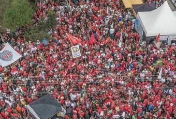 Primeiro de Maio: milhares se reúnem em Curitiba para dar bom dia a Lula