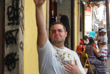 Analista que defende pedofilia e assassinato de gays é preso em Curitiba
