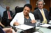 Comunidade acadêmica comemora a posse de Joana Guimarães como reitora da UFSB