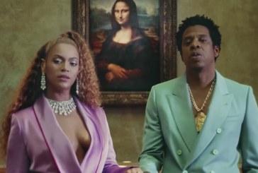 """""""Bacanal narcisista no Louvre"""" Um preto no Louvre incomoda muita gente…"""