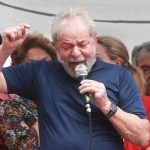 Após um dia inteiro de manobras, Thompson Flores mantém Lula preso